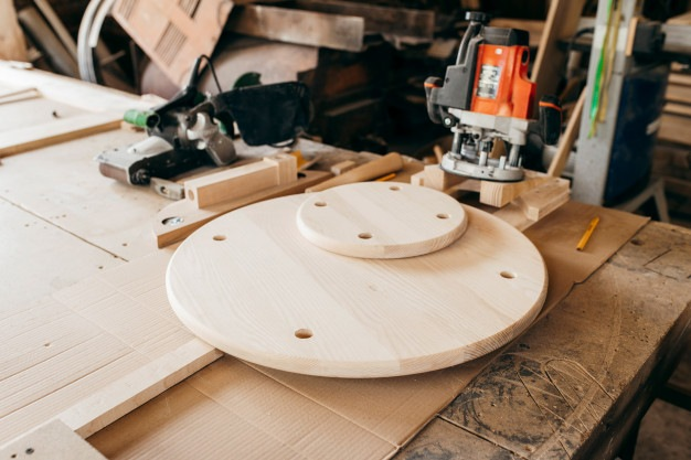 Cómo realizar cortes circulares con una fresadora