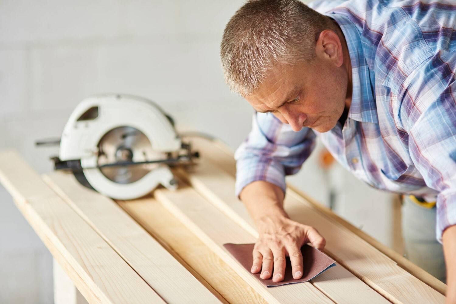 Cómo tapar agujeros en madera